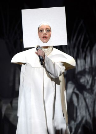 Lady-Gaga-performs-at-the-MTV-Video-Music-Awards-2223202