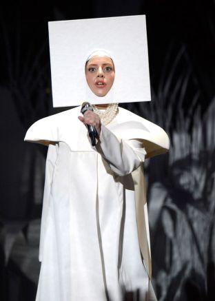 Lady-Gaga-performs-at-the-MTV-Video-Music-Awards-2223202