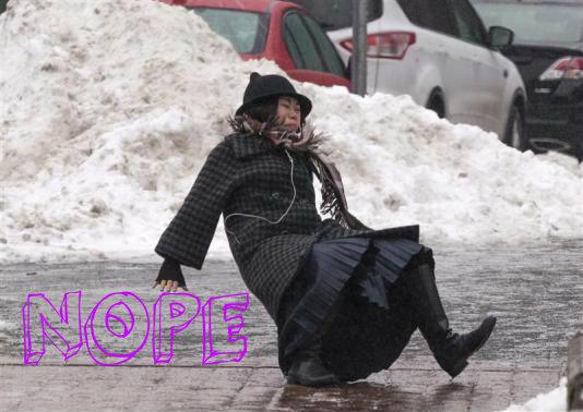 woman-falling-nyc